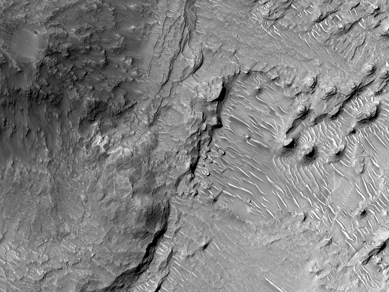 Хаотичный ландшафт землиXanthe Terra