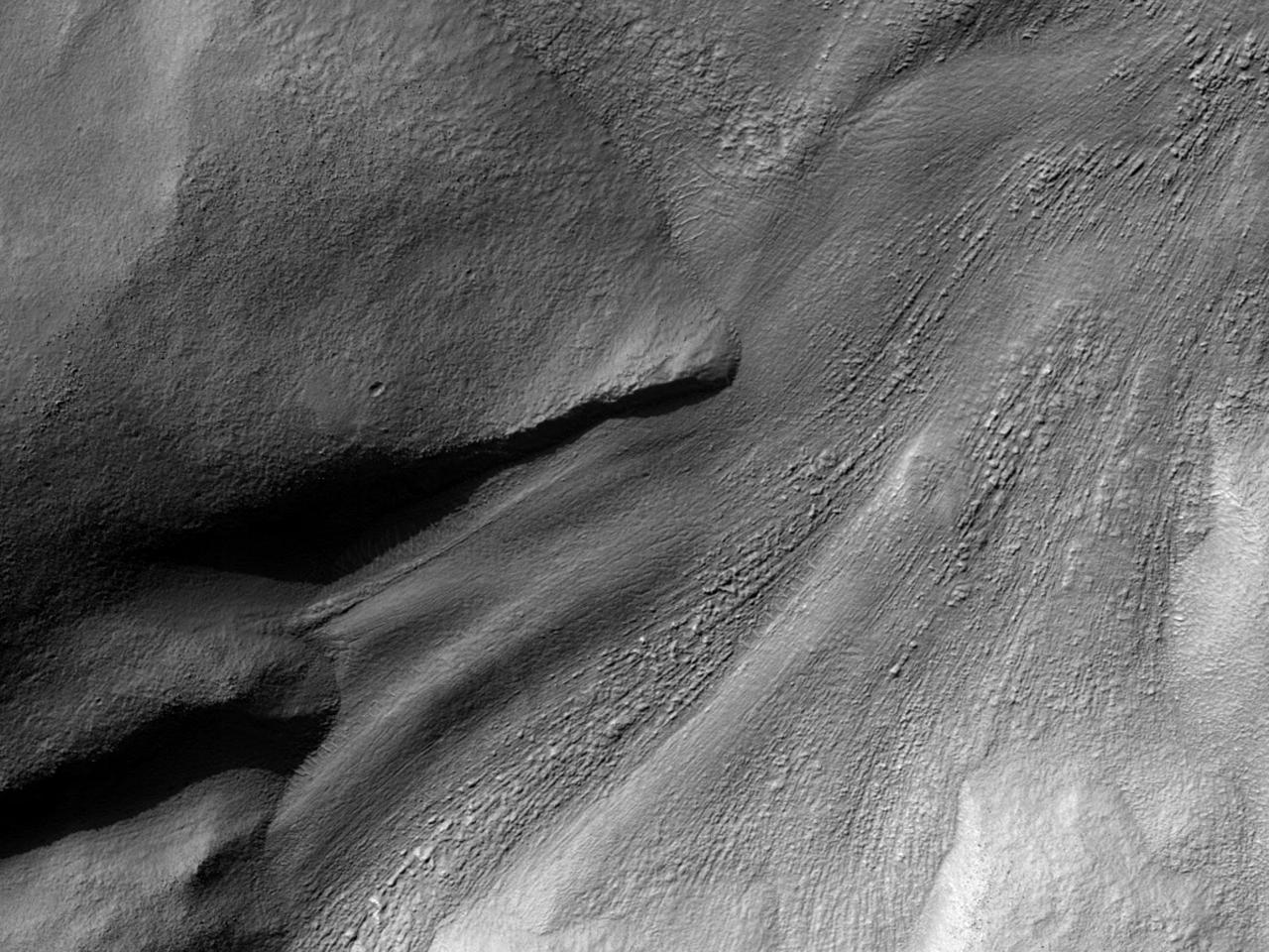 تدفق قريب من وادى راول (Reull Vallis)