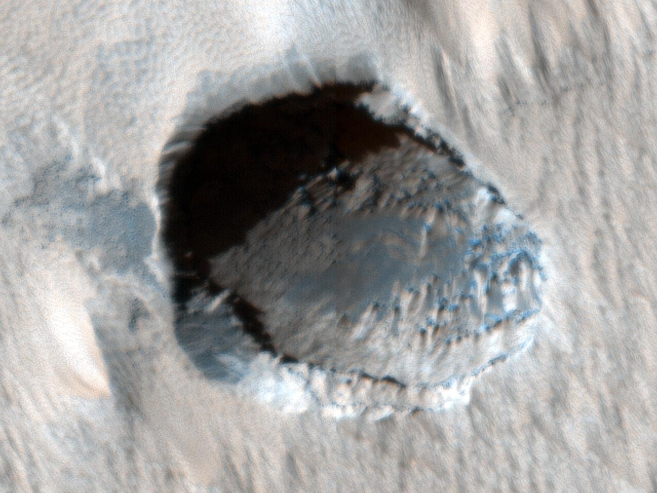 Cavitate în apropiere de Arsia Mons