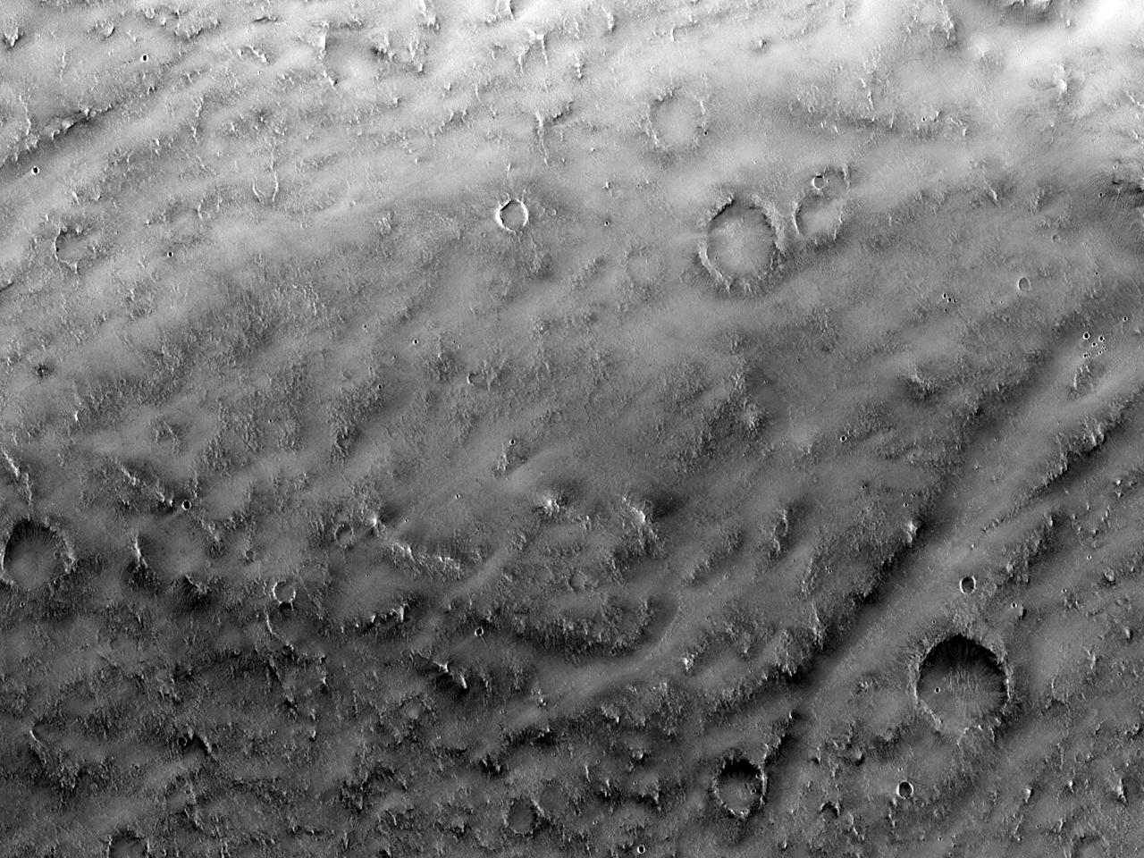 Формы рельефа на северо-востоке плато Syrtis Major
