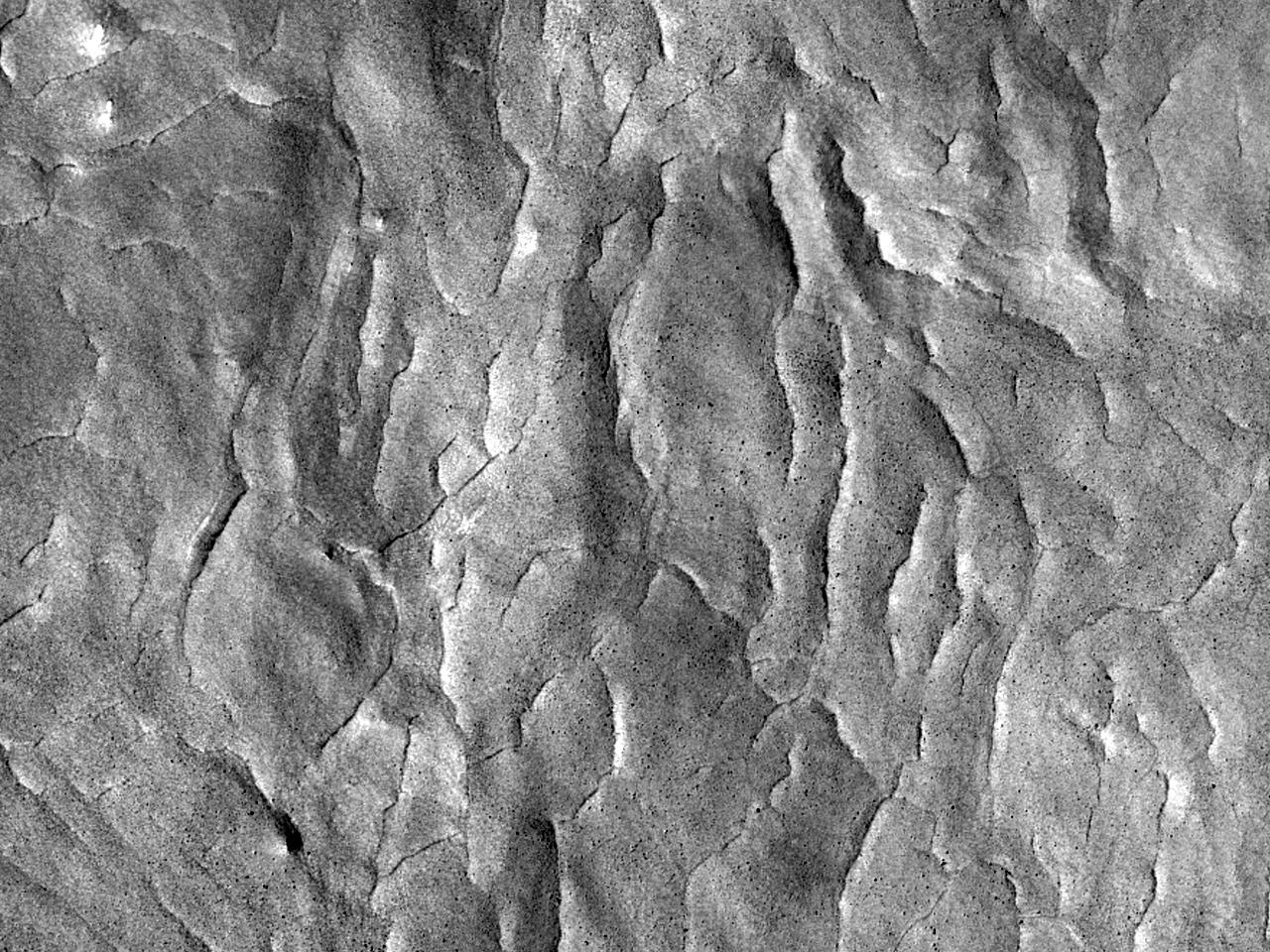 Опрокинутый ударный кратер на великой равнине Vastitas Borealis