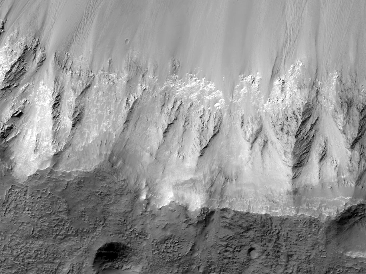Crater de impact la nord de Hellas