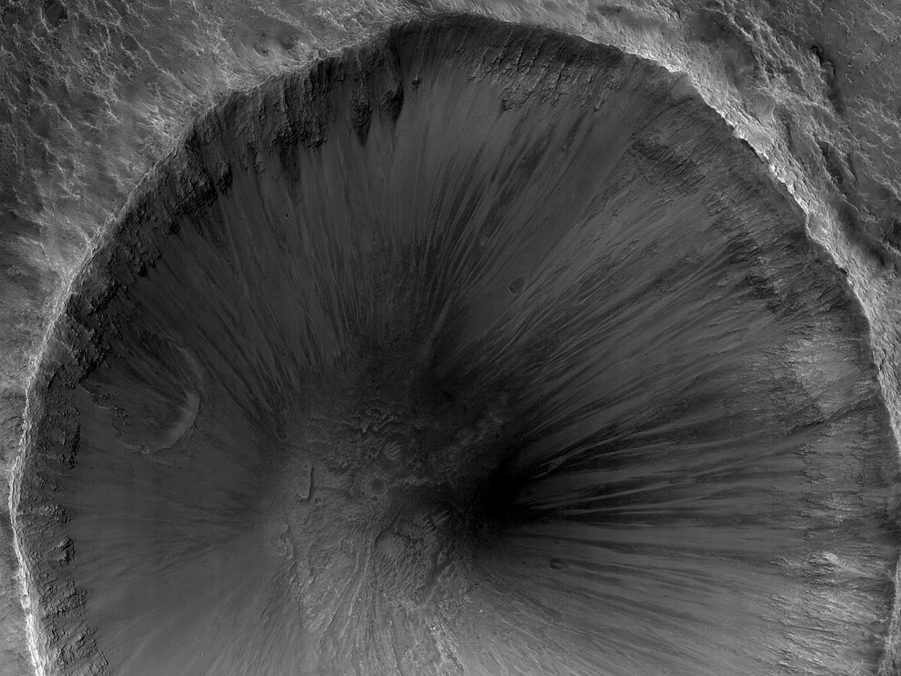Krater med bratte kanter