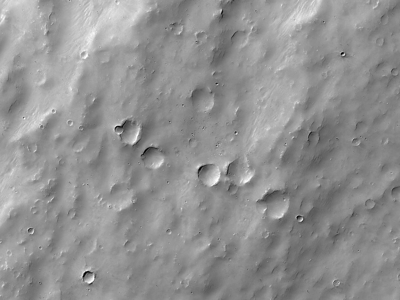 Формы рельефа к югу от борозд Sirenum Fossae