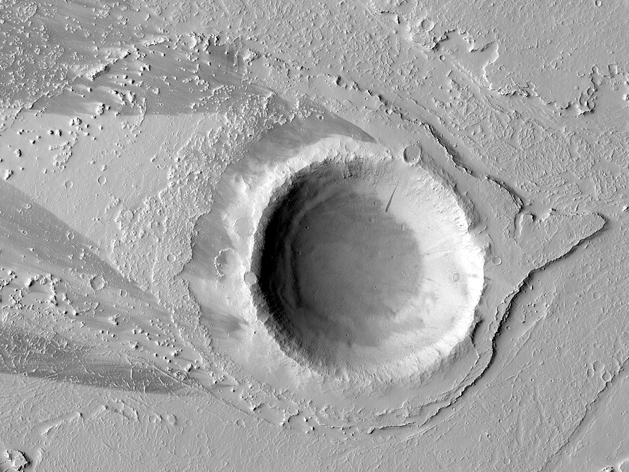 Остров кратера в поле потоков лавы