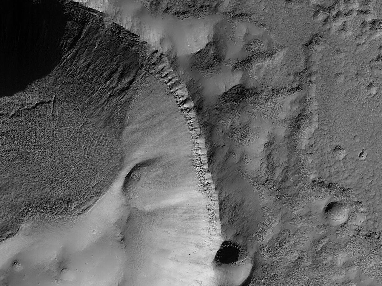 Skygger på en kratervegg