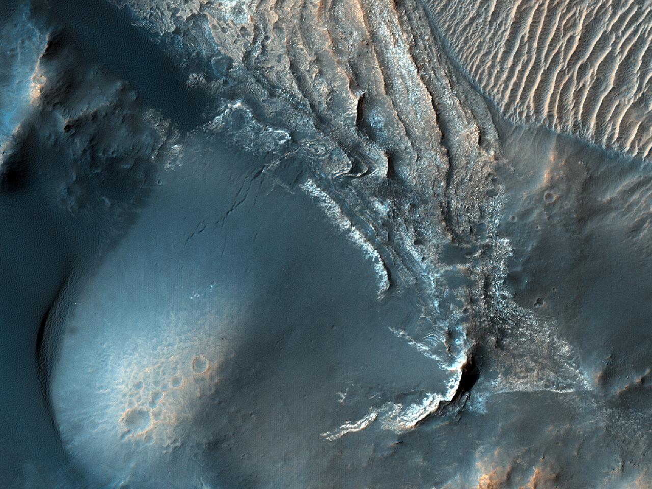 Светлые и темные дюны земли Arabia Terra