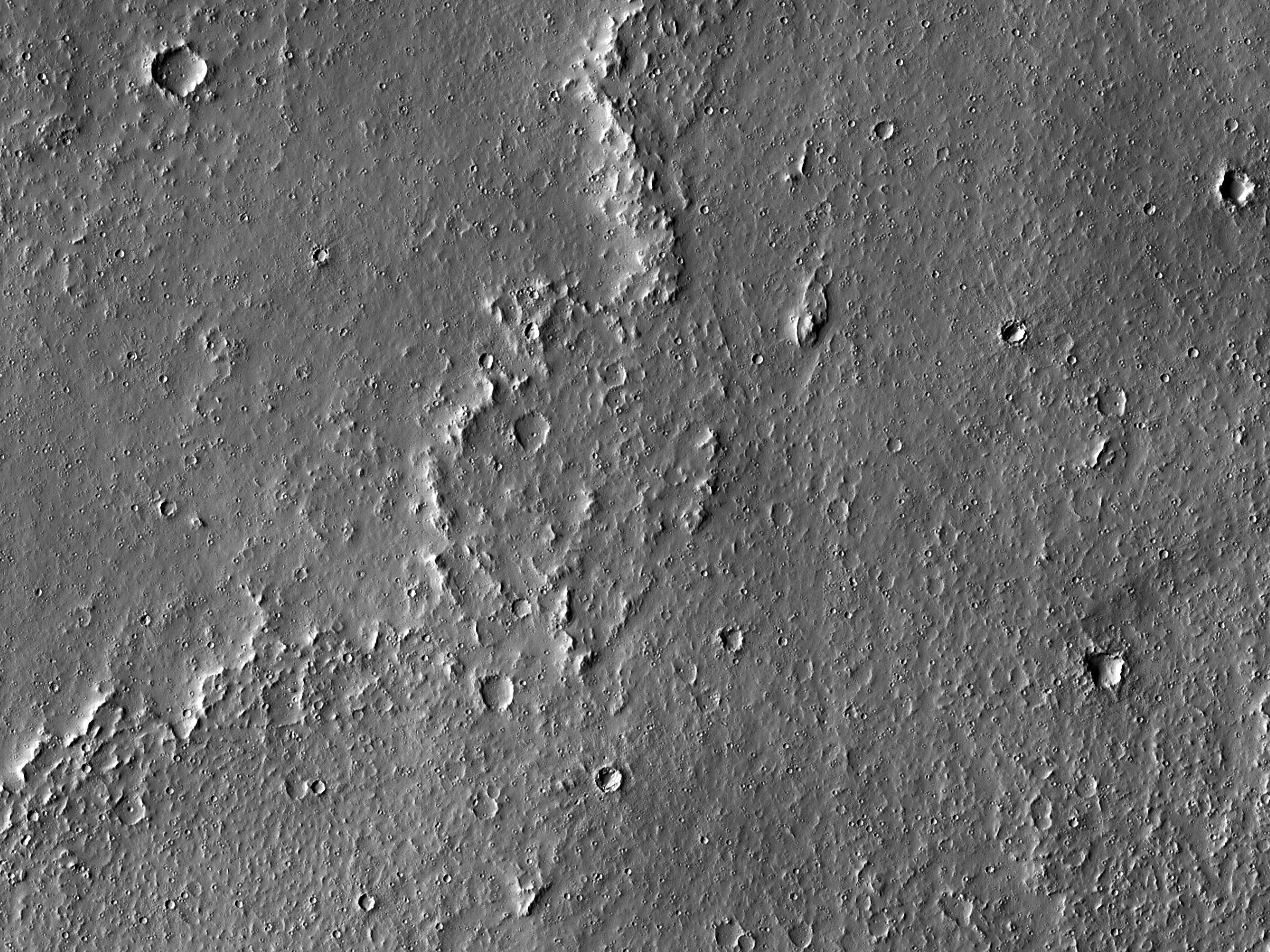 Темные полосы к юго-западу отборозд Ceraunius Fossae