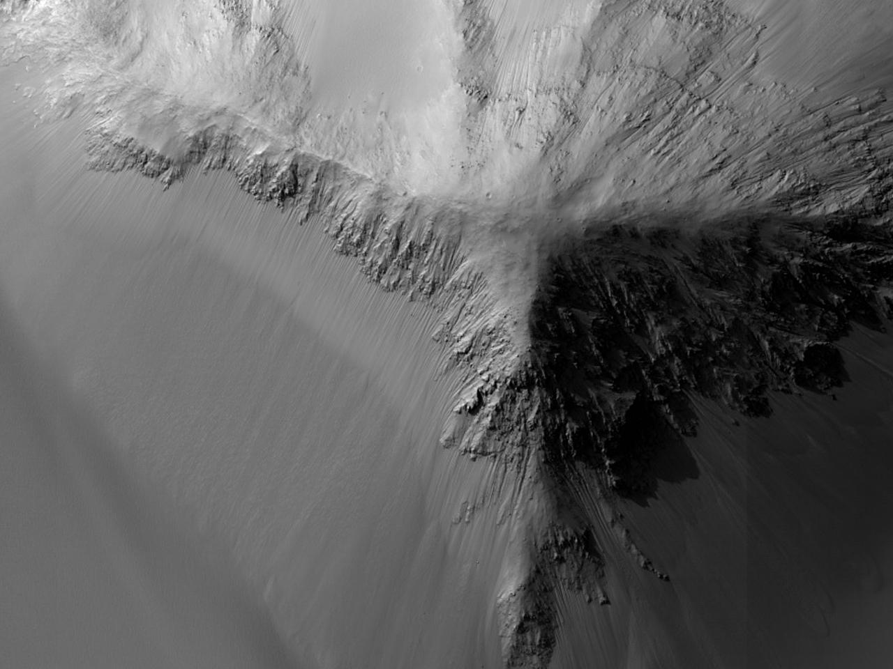 Monitorizarea pantelor în Juventae Chasma