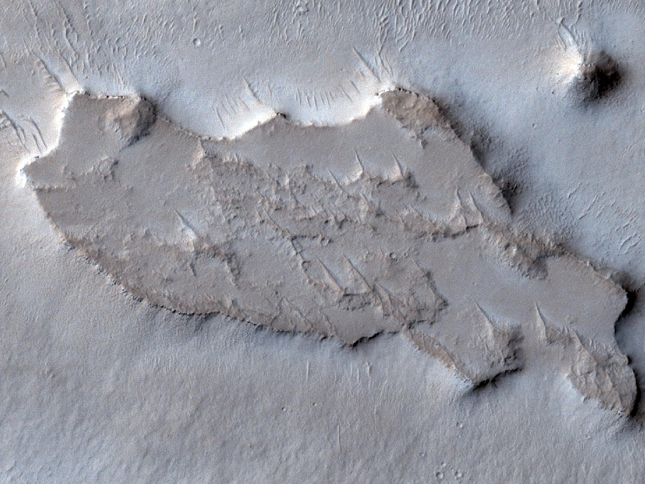 Martori de eroziune și creste radiale în Arabia Terra