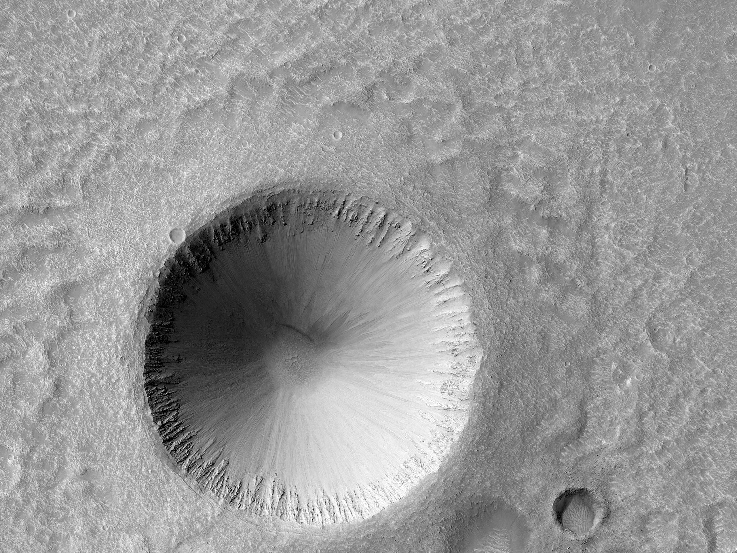 Crater de 2 kilometri, bine conservat, aproape de Hephaestus Fossae