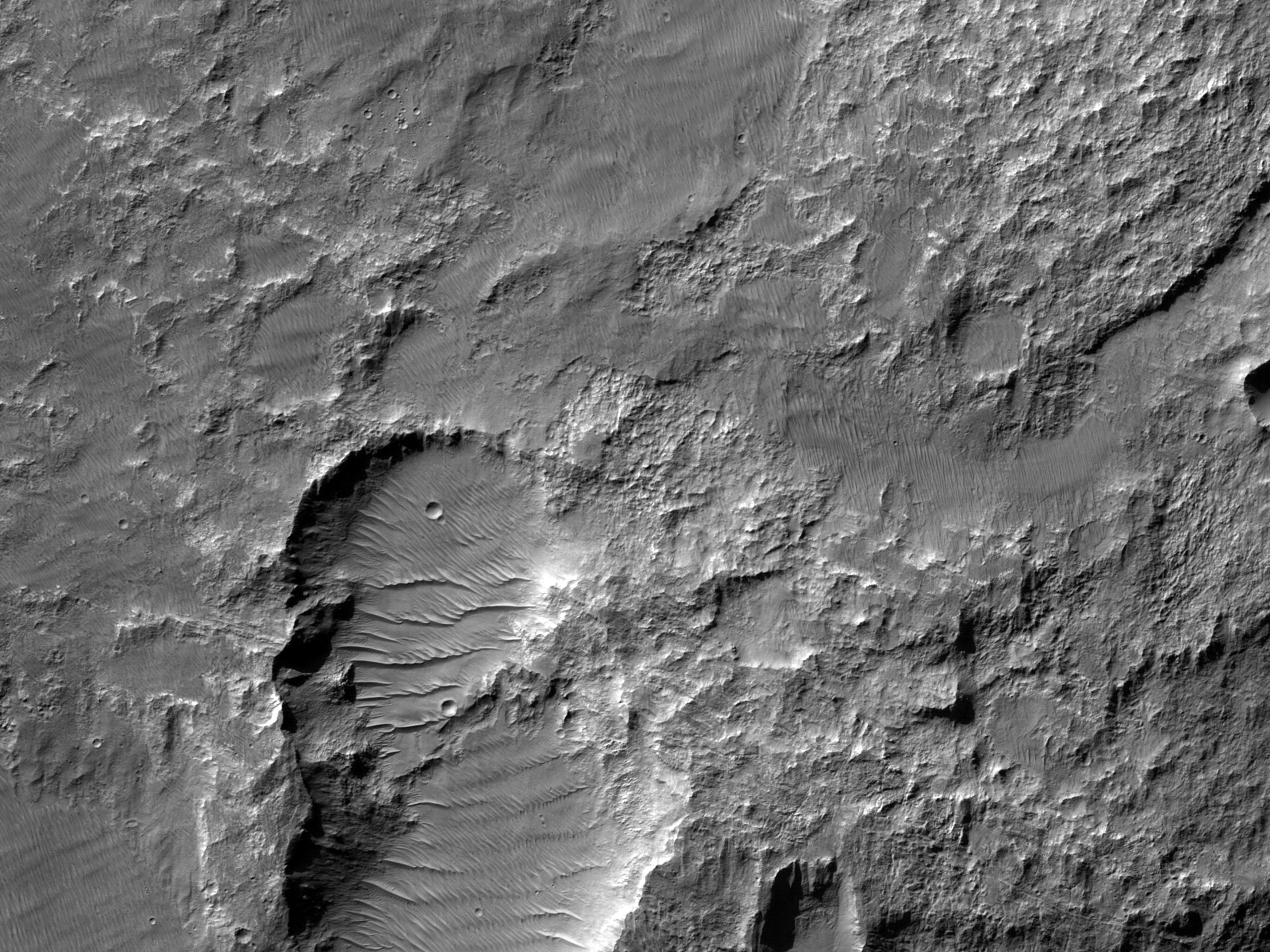 Flancul vestic al Uzboi Vallis, la sud de Nirgal Vallis
