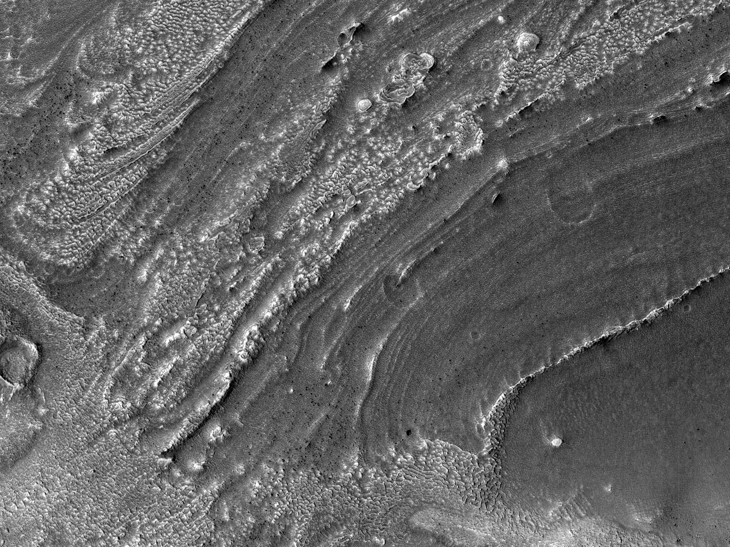 Material care umple un crater