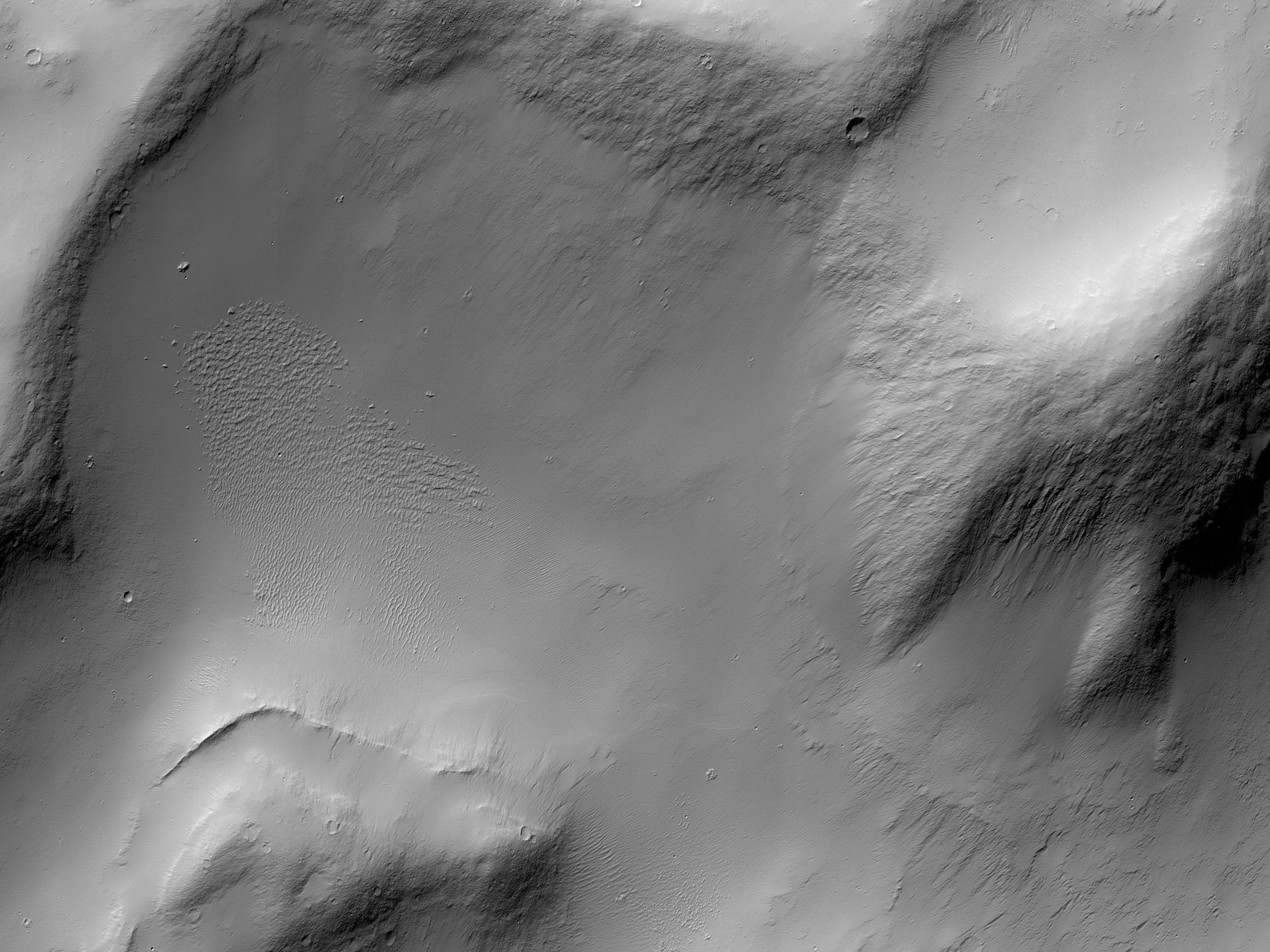 Ένας γκρεμός στην Καλδέρα του Απόλλωνος (Apollinaris Patera)