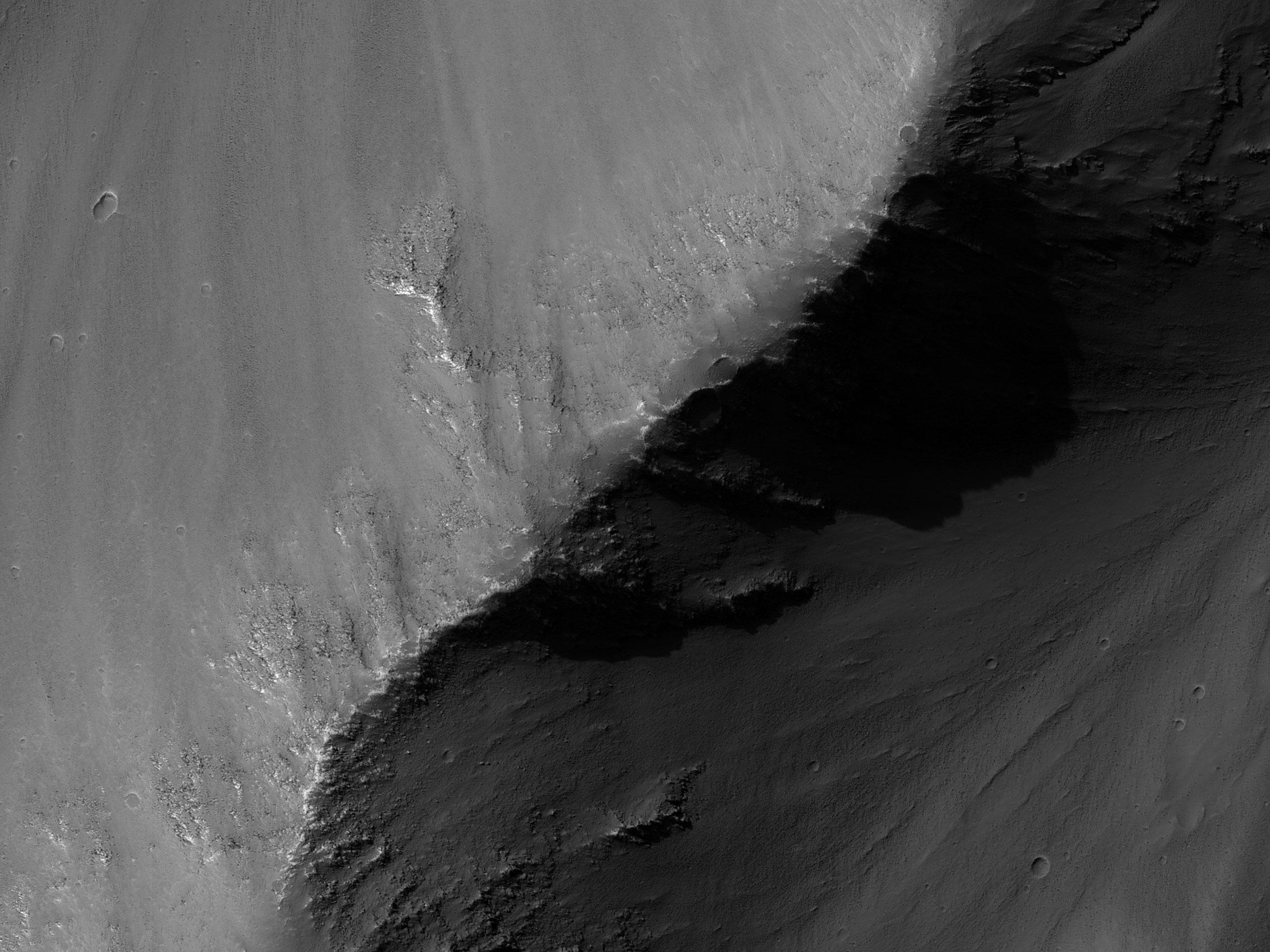 A Coprates Chasma déli fala