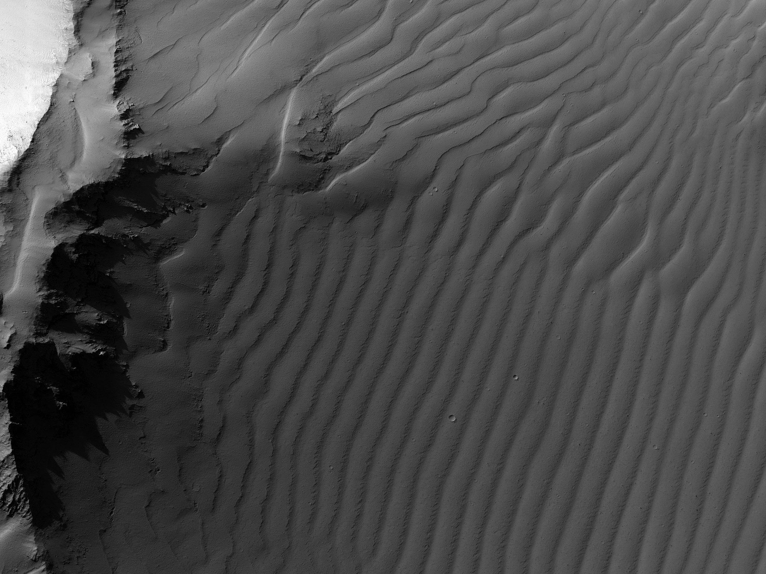A Noctis Labyrinthus lejtős falai