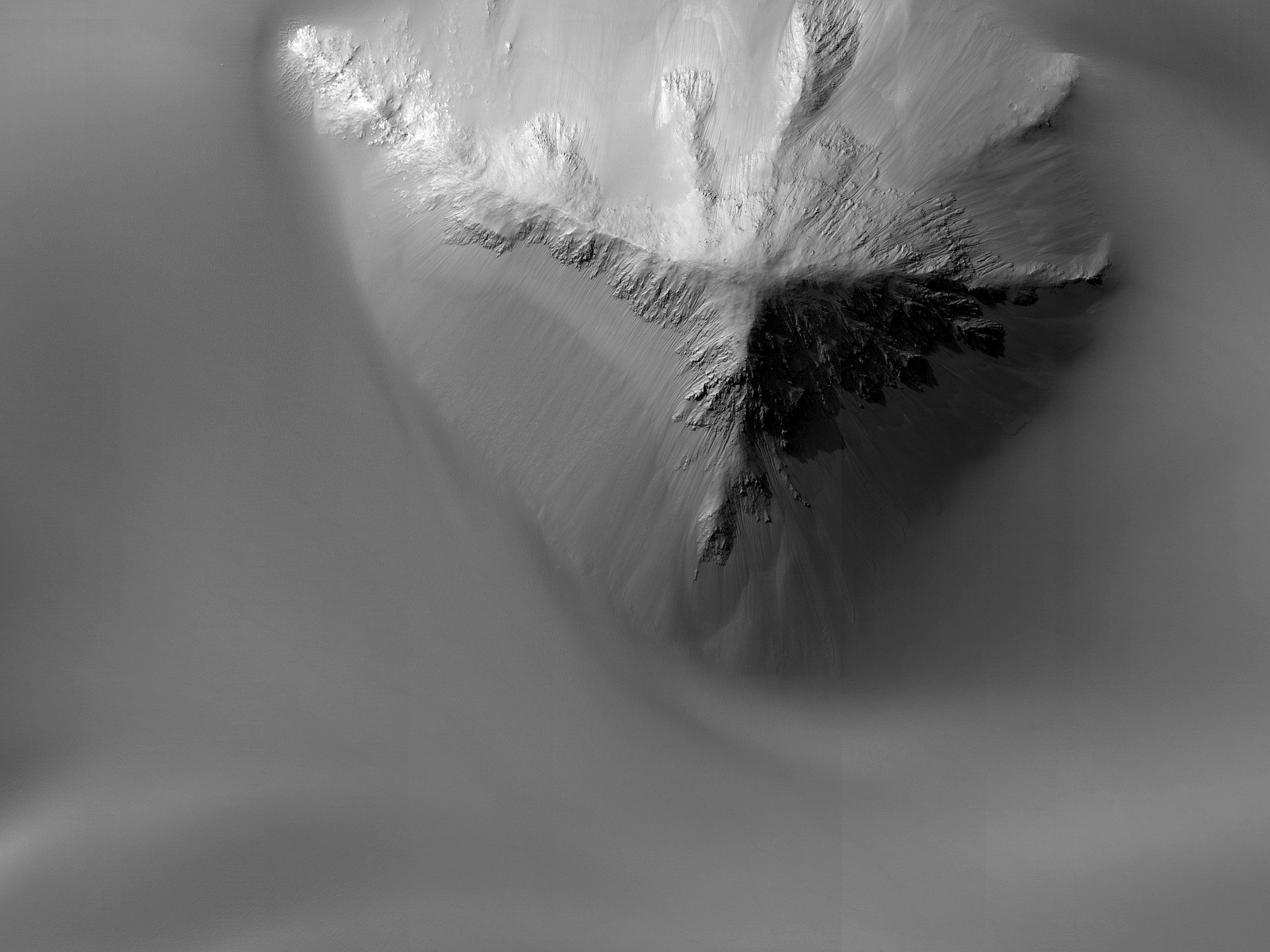 מדרונות של קניון יוונטאי קזמה (Juventae Chasma)