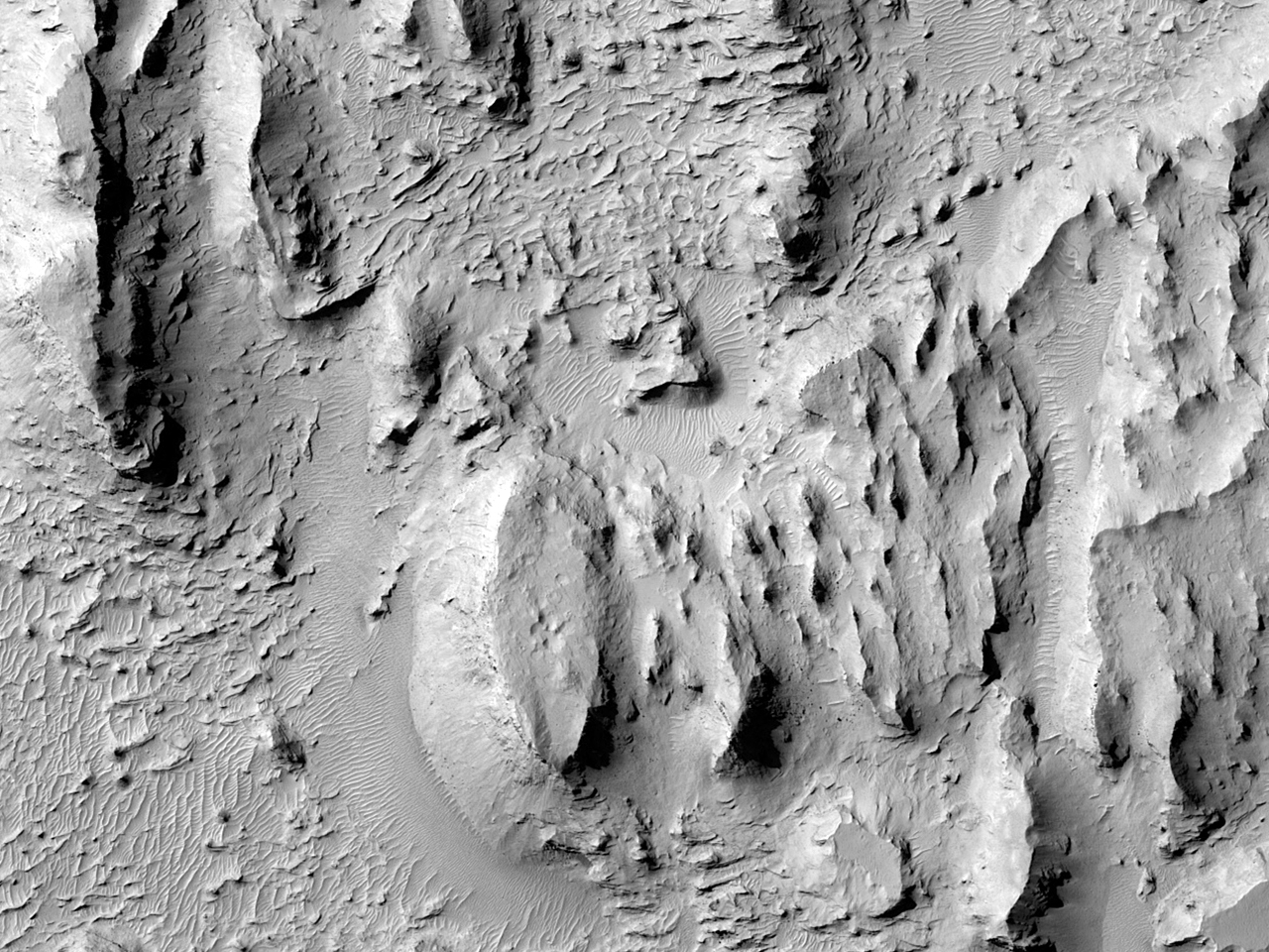 Delta-Like Lobes in Aeolis Dorsa