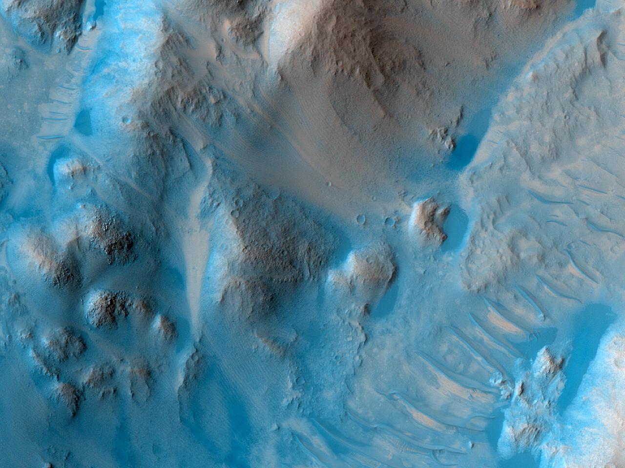 Rim and Interior of Crater in Southwest Amazonis Planitia