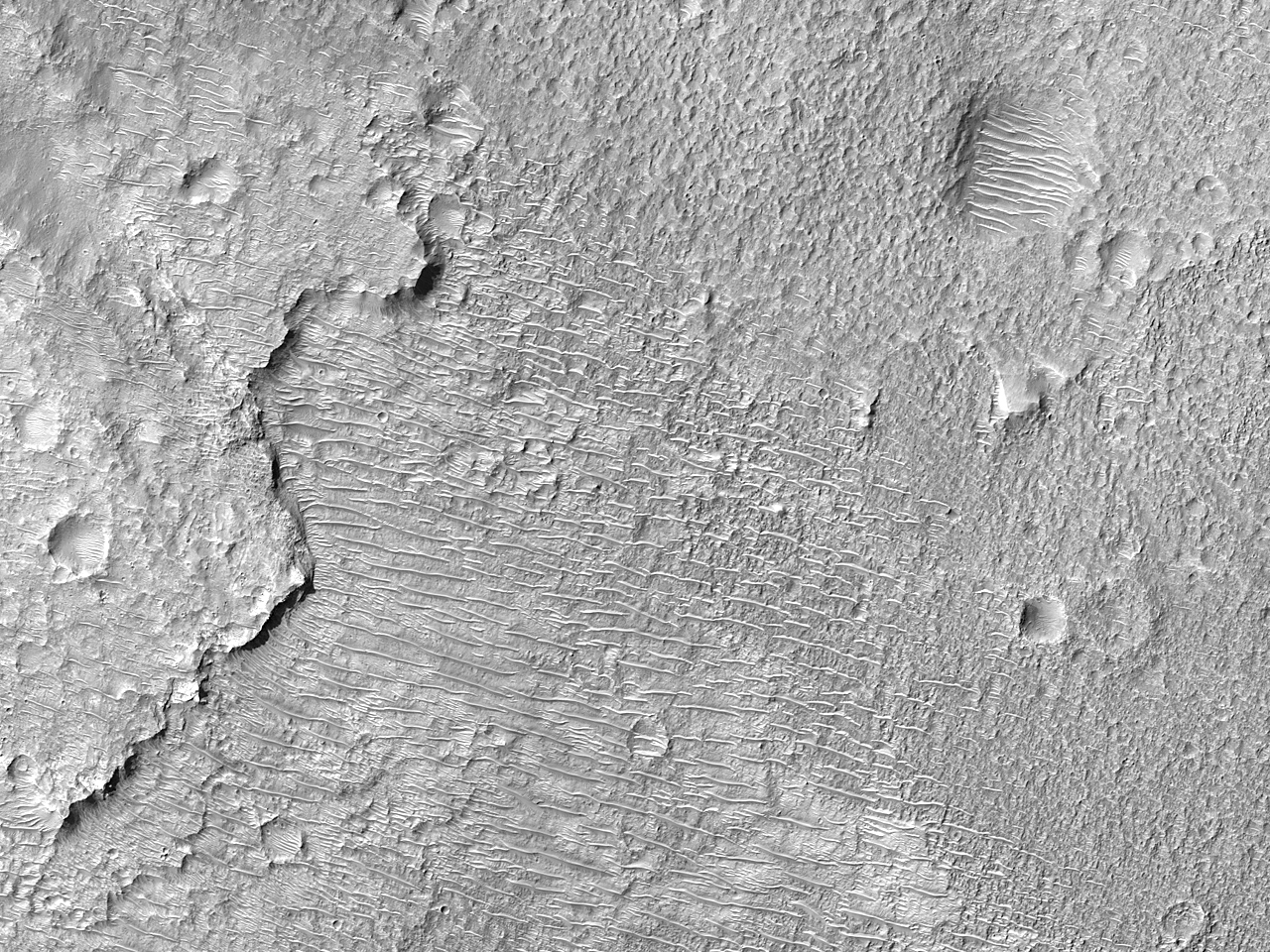 A Sinuous Ridge in Peraea Cavus
