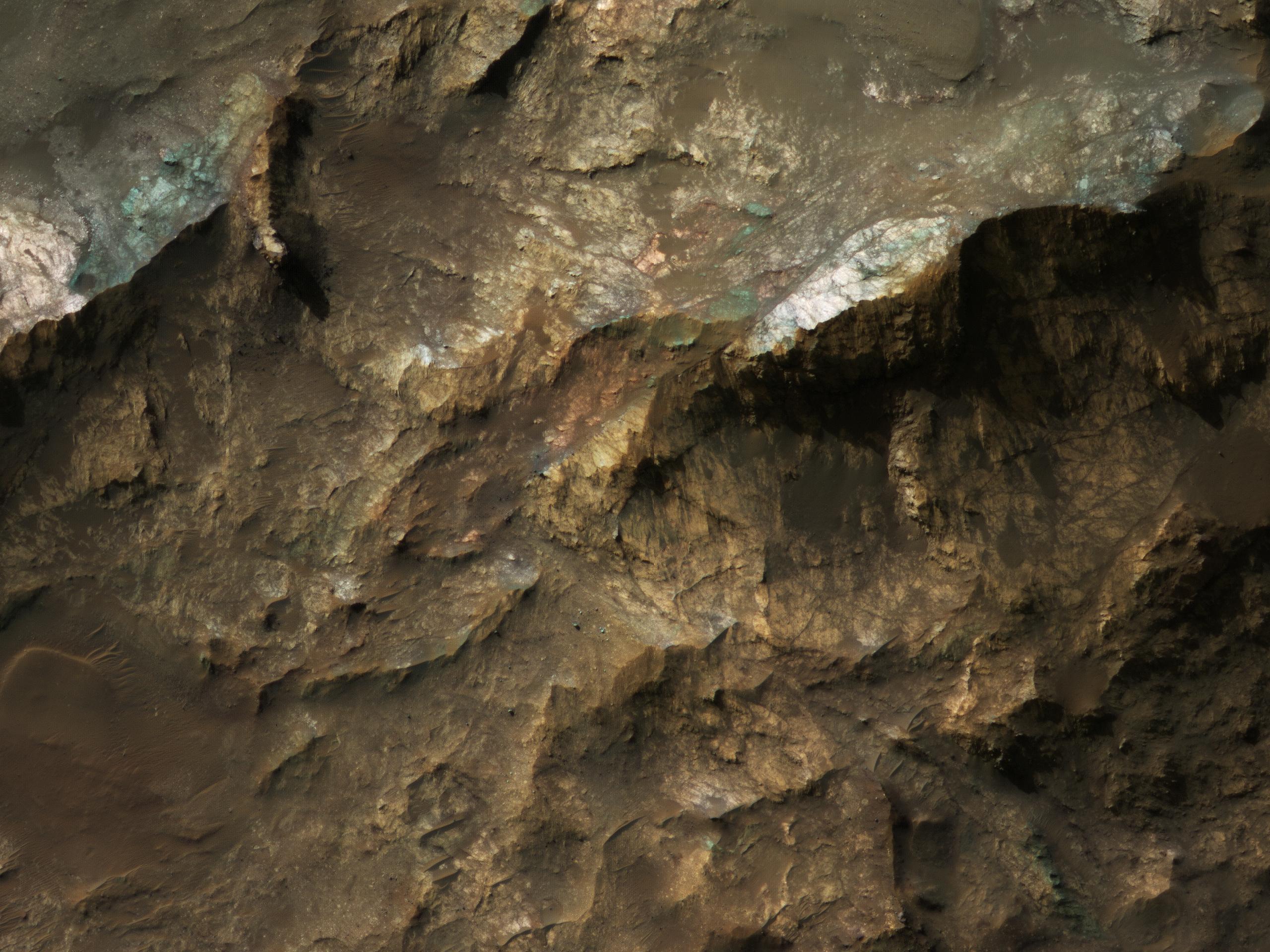 Mars Underground Exposed:  The Central Peak of Alga Crater