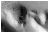 Small Compound Impact Feature in MOC Image S16-02606