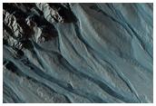 Espectaculares hondonadas cerca de Gorgonum Chaos