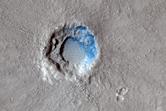 Un recente cratere da impatto nella regione di Isidis