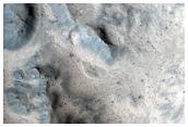 מכתש מן הזמן האחרון ב-לוניי פלאנום (Lunae Planum)