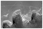 Zanikające ślady łazika Opportunity w pobliżu krateru Victoria