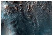Непокровная особенность центрального поднятия в безымянном кратере