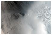 Окольцовывающий вал и выброс из безымянного кратера