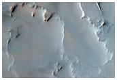 Грубое каменное содержимое ударного кратера