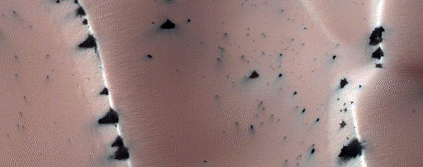 Seasonal Changes in Transitioning Dune Field in Richardson Crater