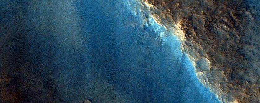 Western Rim of 7-Kilometer Diameter Impact Crater in Chryse Planitia