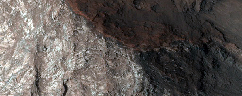 Layers in Walls of Valles Marineris