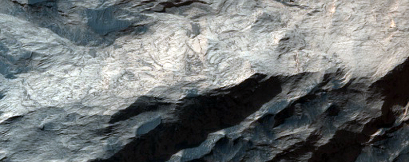 Olivine-Rich Light-Toned Mound in Ganges Chasma