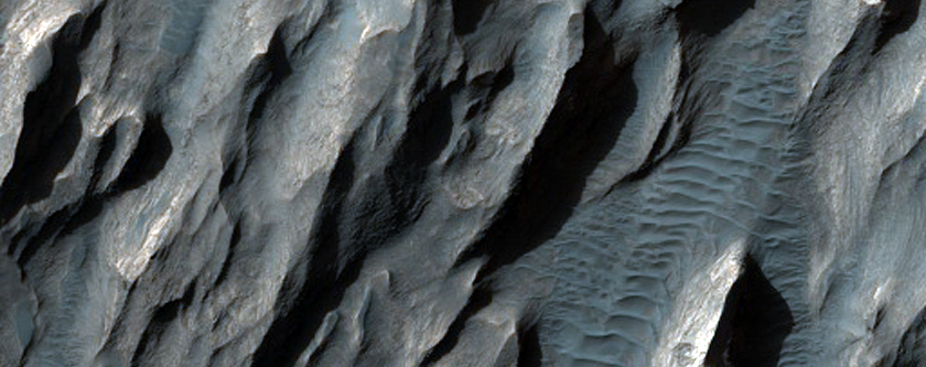 Sinuous Forms on South Flank of Ganges Mensa