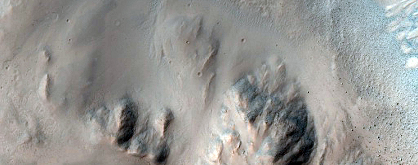 Well-Preserved 5-Kilometer Diameter Crater South of Isidis Planitia