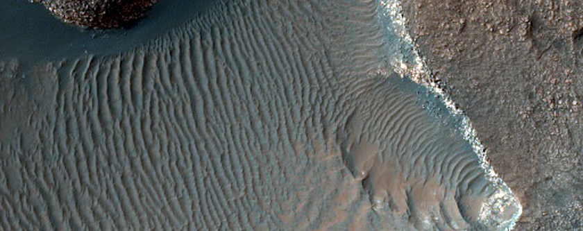 Bedrock Layers Exposed in West Proctor Crater