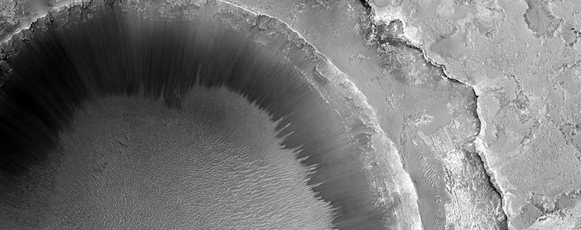 Crater with Surrounding Bench in Sinus Meridiani