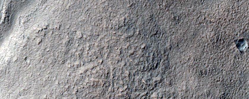 Gullies on Mound Near Reull Vallis
