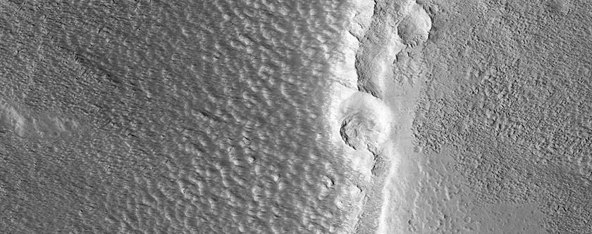 Il superiore polveroso del Vulcano Alba Patera