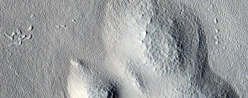 Unusual Structure on Crater Rim in West Utopia Planitia