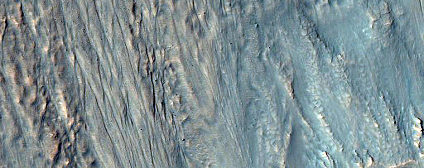 Gullies on South Rim of Crater in Terra Sirenum Area