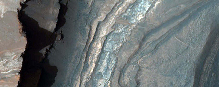 Light-Toned Layering in Labyrinthus Noctis Pit