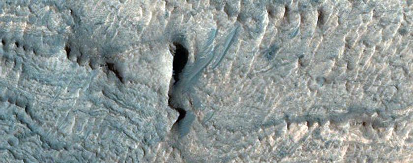 Light Material in Ius Chasma