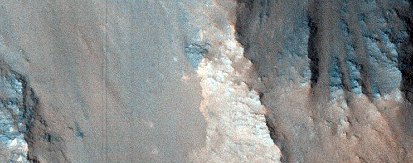Light Material in Ganges Chasma Wall