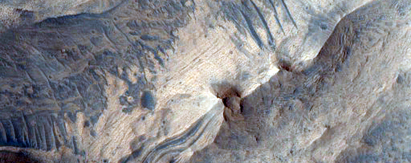 Contact between Wallrock and Light-Toned Layered Deposits in Candor Region