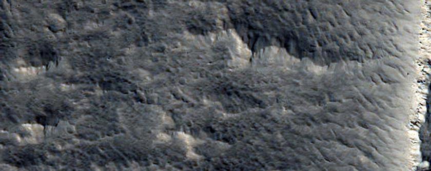 Graben in Eastern Olympus Mons